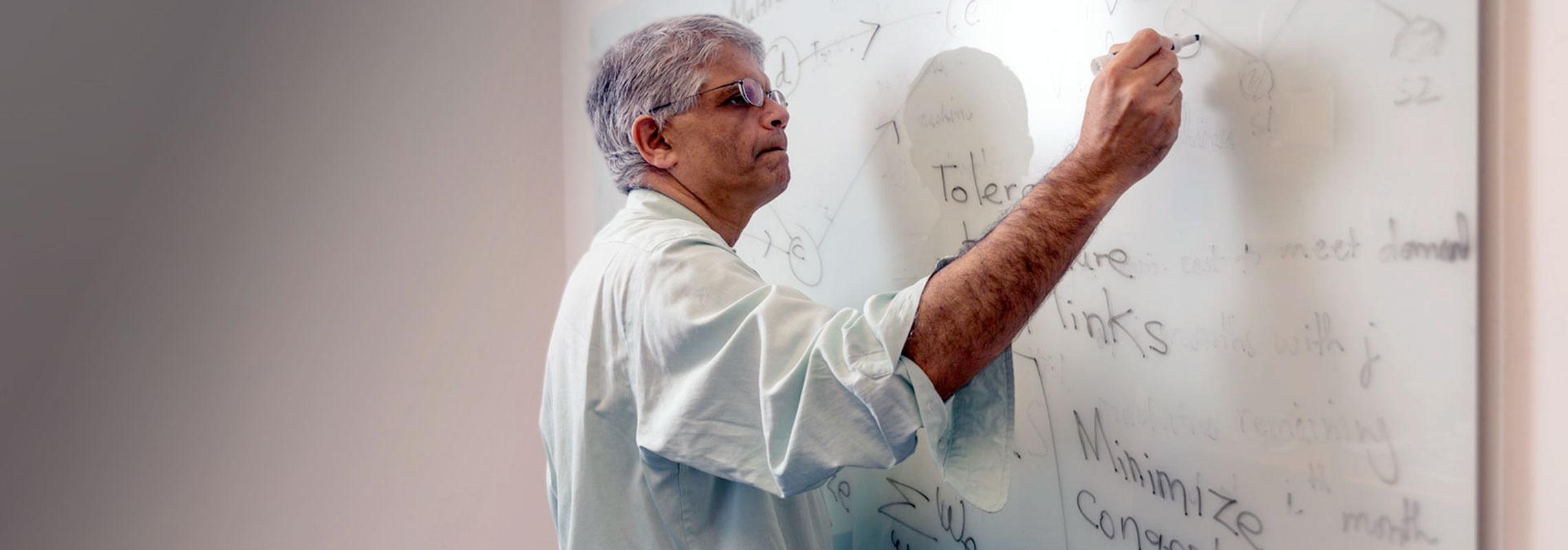 Ramesh Sitaraman at whiteboard